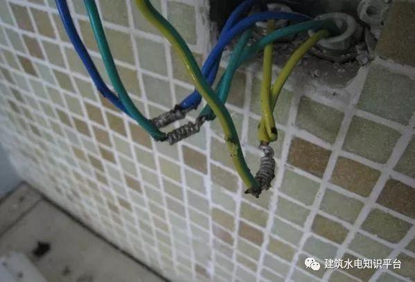 建筑电气工程施工质量通病和解决方法(现场施工图片解说)_13