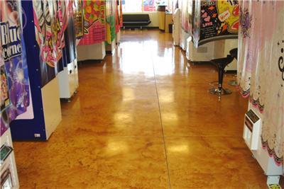 着色混凝土地坪在零售店地面改造中的应用