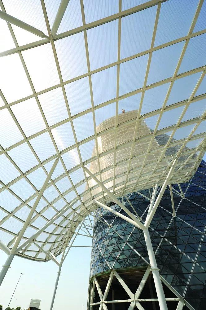 首都门厅――世界上倾斜度最大的塔楼_8