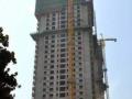 如何采取措施应对高层建筑施工中常见的安全隐患?