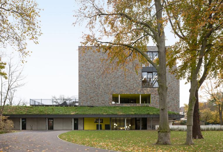 比利时公园一角的学校-3
