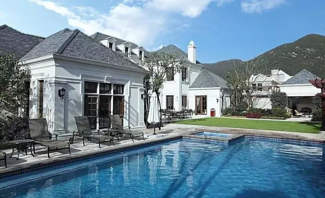 把屋顶设计成空中泳池,只有鬼才,才敢如此设计!_1
