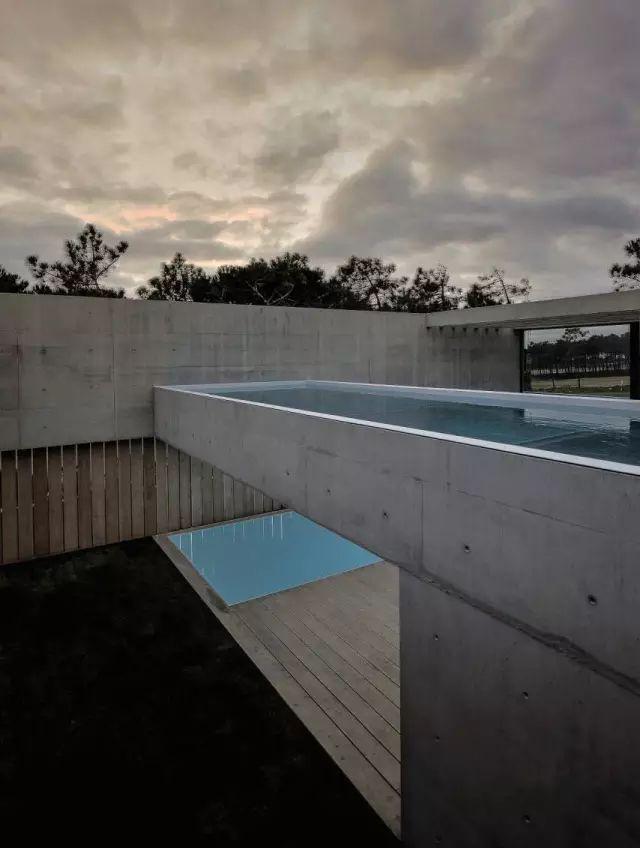 把屋顶设计成空中泳池,只有鬼才,才敢如此设计!_41