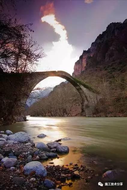 人在桥上,桥在景中(美进骨髓)
