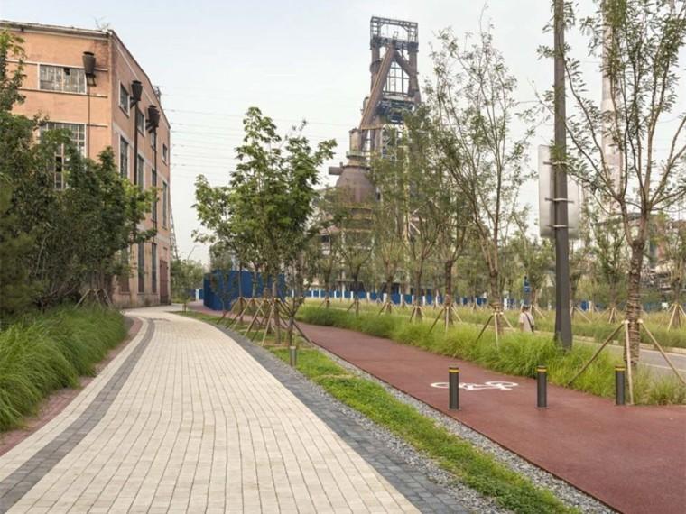 北京首钢晾水池东路景观