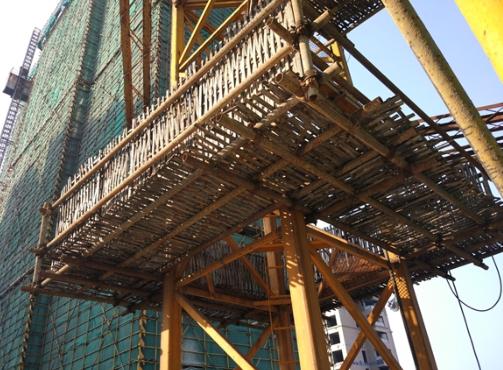 移动组装式塔吊附墙操作平台的研制