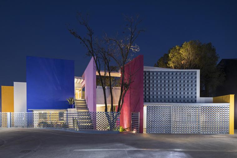 巴拉干彩色的TEC205住宅