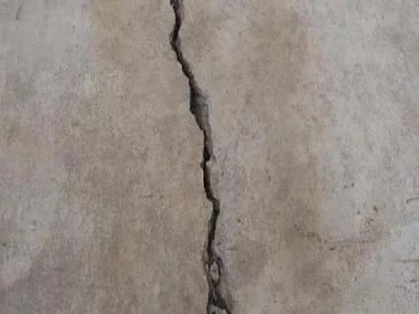 混凝土施工裂缝产生原因及预防措施和修补方式