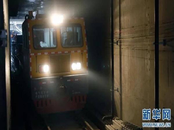 """带你""""零距离""""探访淮海地区首条地铁"""