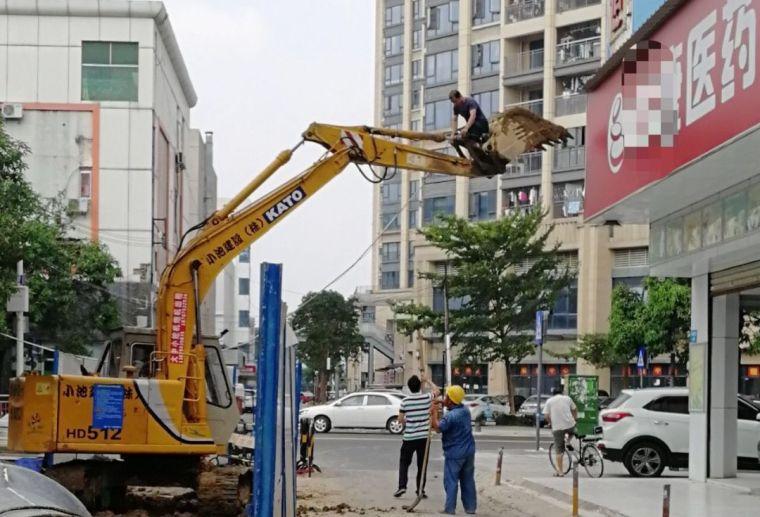 建筑施工安全反面教材!安全意识不过硬,干活就像在玩命。