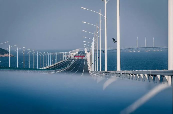 揭秘港珠澳大桥抗震隔震设计