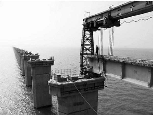 [专家评审]钢桁梁特大桥明桥面线路施工方案43页
