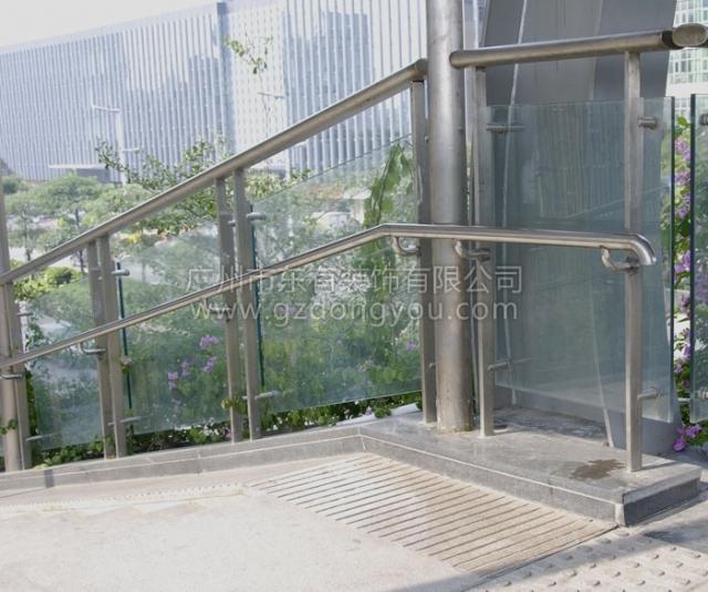 天桥残疾人通道不锈钢扶手