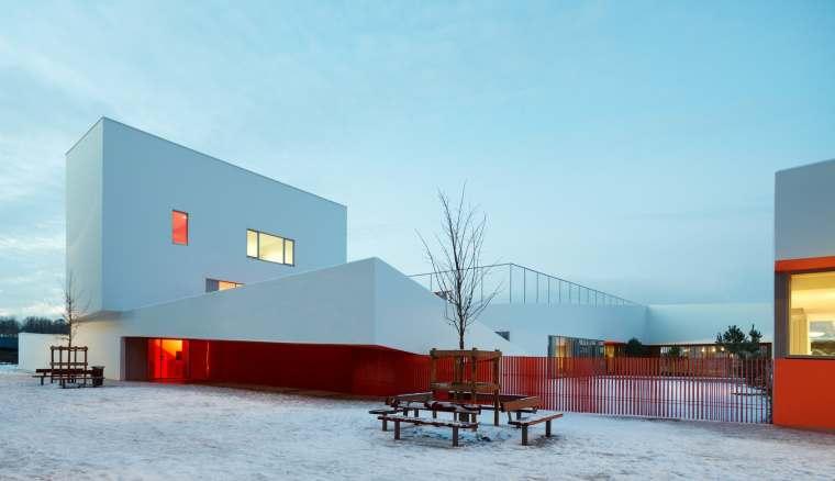 法国不规则四边形形的色彩学校