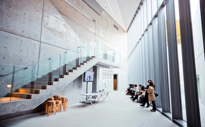 清水混凝土建筑在现代城市中越来越流行的原因是什么?