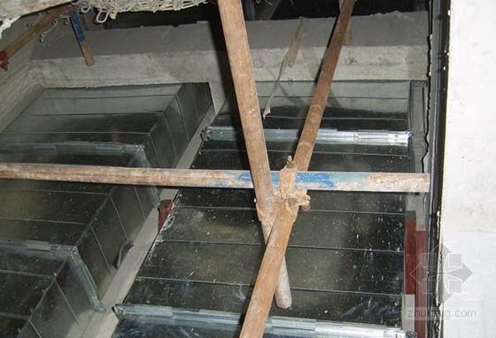 金属矩形风管薄壁钢板法兰连接施工工法