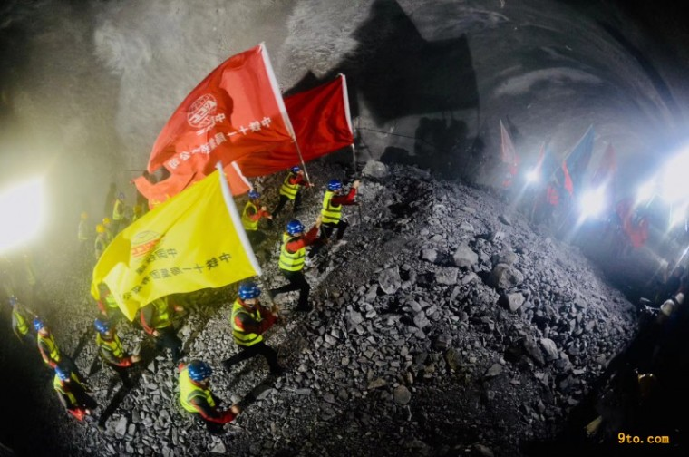 我国市政最长山岭隧道重庆铁峰山隧道全线贯通_1