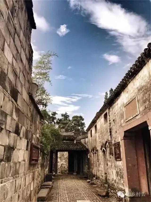 设计酱:忘记乌镇、西塘、周庄吧!这些古镇古村,很美很冷门!_33