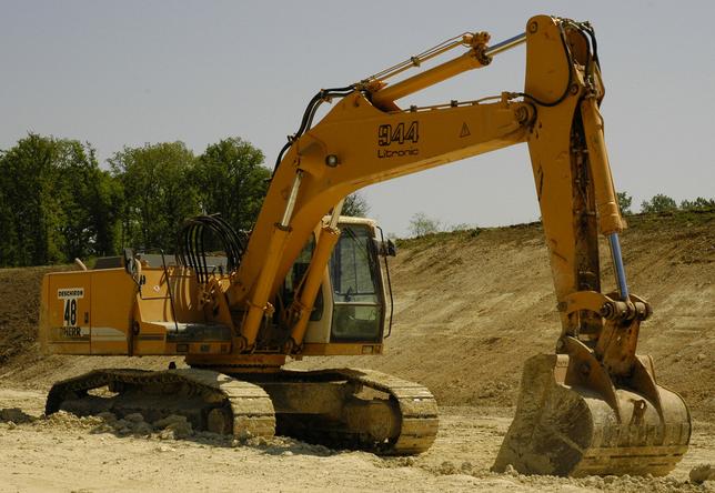 履带式挖掘机的驱动原理