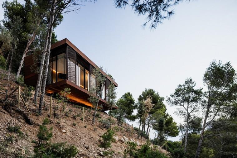 西班牙被绿树环绕的住宅