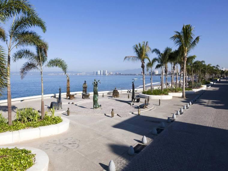 墨西哥巴亚尔塔港海滨景观