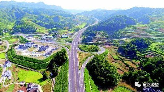 通村路桥梁资料下载-40年黔路传奇,贵州交通建设不疯魔不成活!