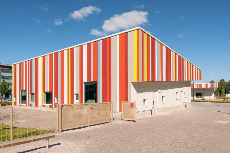 U模型幼儿园资料下载-芬兰马蹄形幼儿园