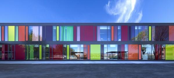 一个小学和幼儿园建筑,看着就是舒服!!