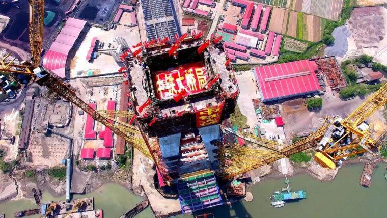 """青山长江大桥耸起世界最高""""A"""" 建成后桥面将""""漂""""在空中"""