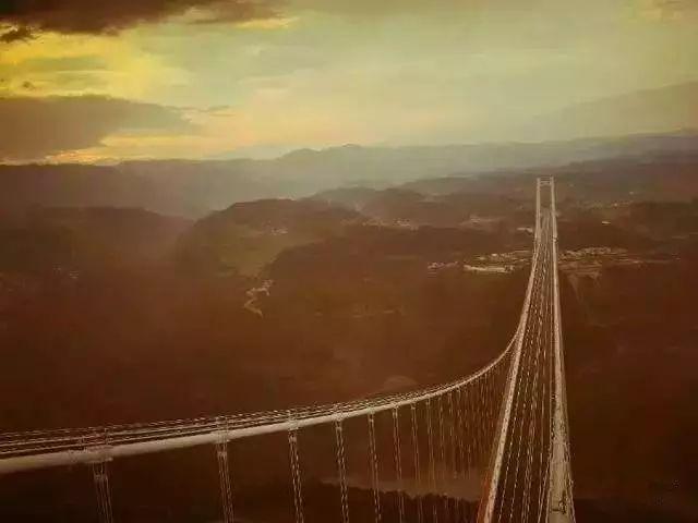 """""""亚洲第一大桥""""通车了,美国专家惊呆了!云雾浩渺,太壮观了_1"""