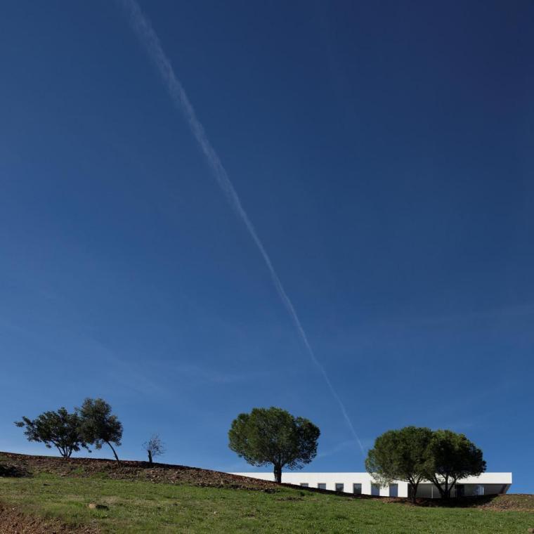葡萄牙雕塑艺术般写意的住宅-1551071390251357