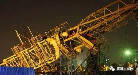 2019年4月9日上午河北保定市徐水一在建工地发生塔吊倒塌事故!