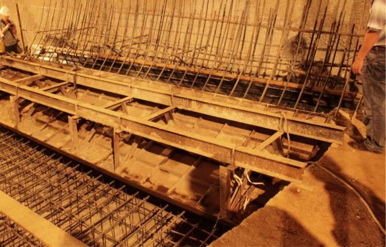 铁路隧道大断面破碎硬岩三台阶法合规性快速施工