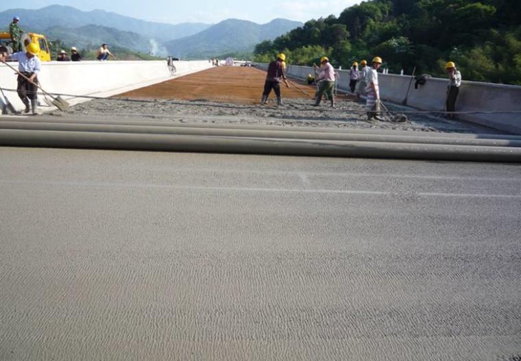 高速公路桥面铺装工程施工