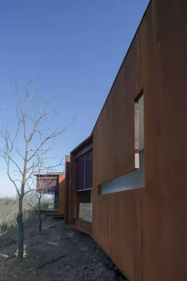 看建筑大师是如何使用锈钢板的?_43