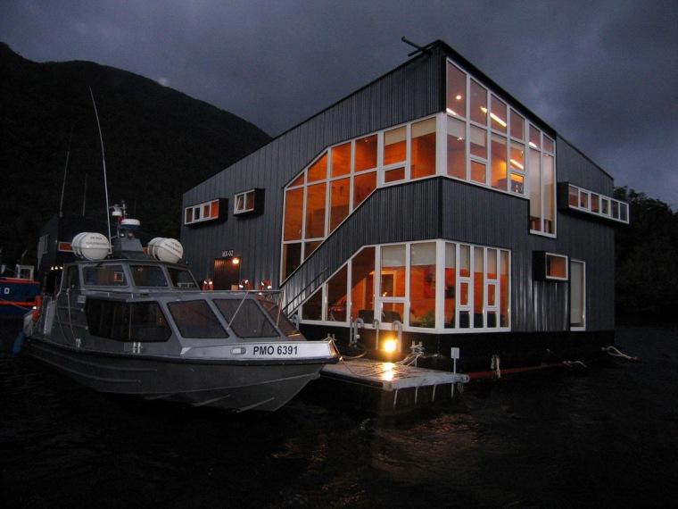 一座漂浮于海上的渔人之家——智利浮动酒店