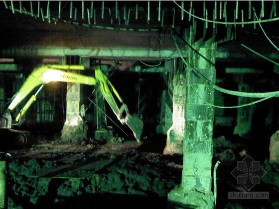 [江苏]逆作法地铁双柱三跨框架车站施工组织设计166页(高压旋喷桩复合挡土墙)-土方开挖阶段