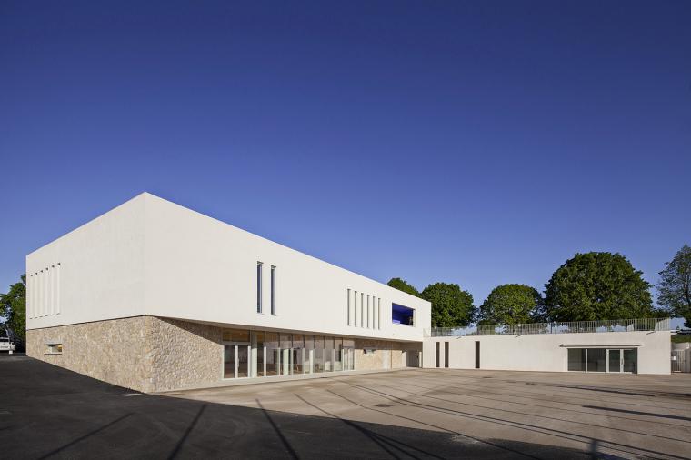 法国体育综合设施及学校食堂