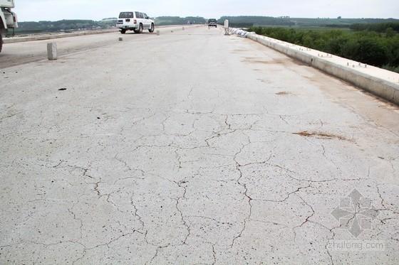 桥面出现纵向裂缝是什么原因?桥面出现纵向裂缝怎么处理?