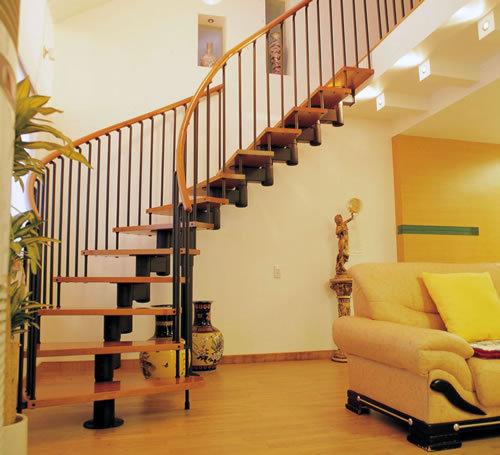 钢木楼梯厂家注意踏板安全宽度