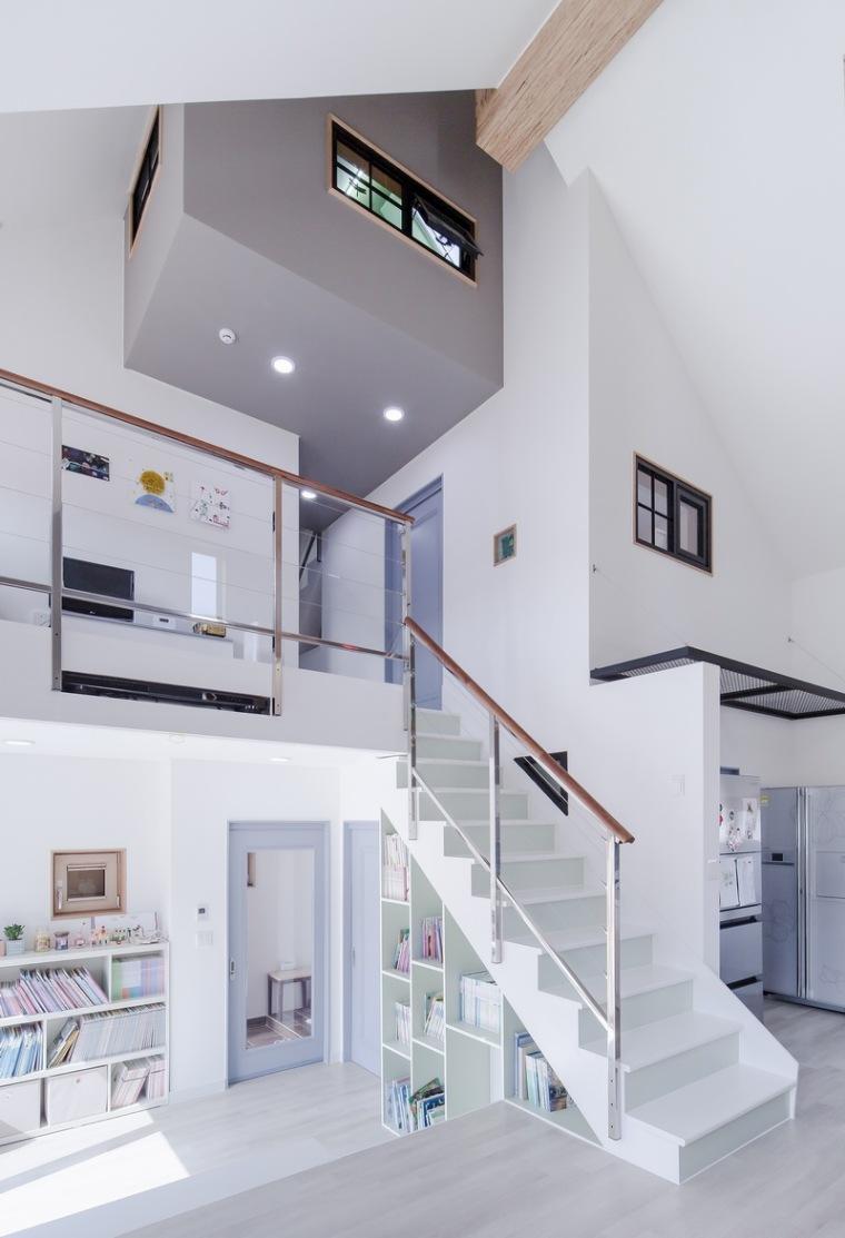 山脚下的私密性阶梯住宅_5