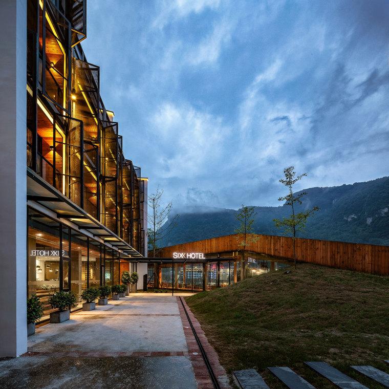 张家界传统湘西风格的六甲设计酒店-11