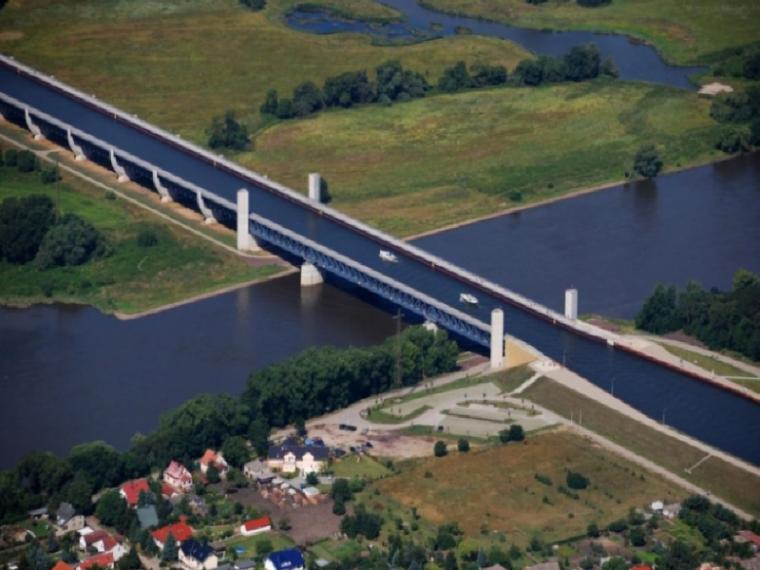 """全球最""""怪""""的五座桥,车在水下行,人在桥上蹦"""
