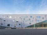 梯形玻璃穿透混凝土墙体:法国莫沃艺术中心