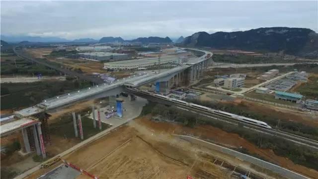 转体成功!我国首例高速桥梁转体跨高铁施工完成