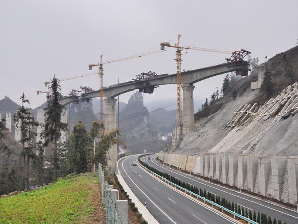 特大桥梁跨高速公路交通疏解组织方案