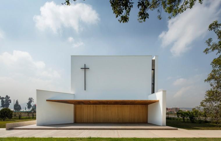 白色的圣塞西莉亚社区教堂-8