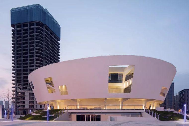 静若处子,流光四溢,中国轻纺城时尚发布剧场 —— WAU建筑