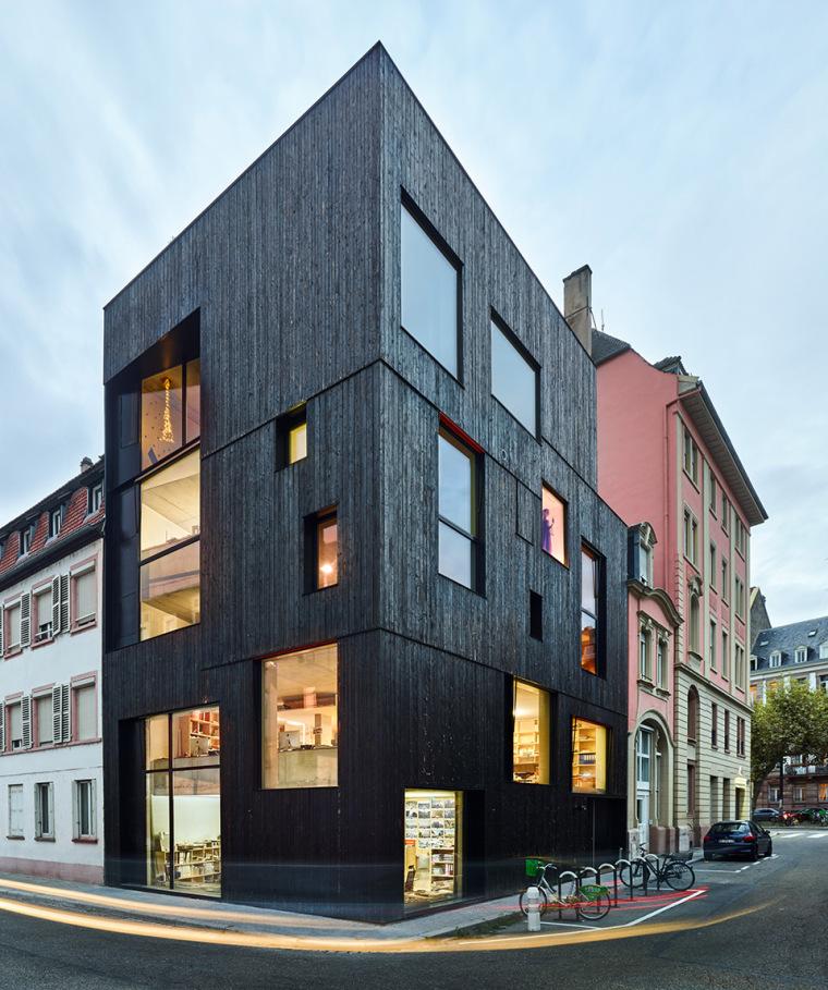 法国斯特拉斯堡办公室与住宅建筑-11