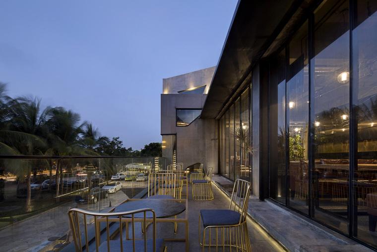 海口别具一格的海边酒馆建筑外部夜景实景图 (4)